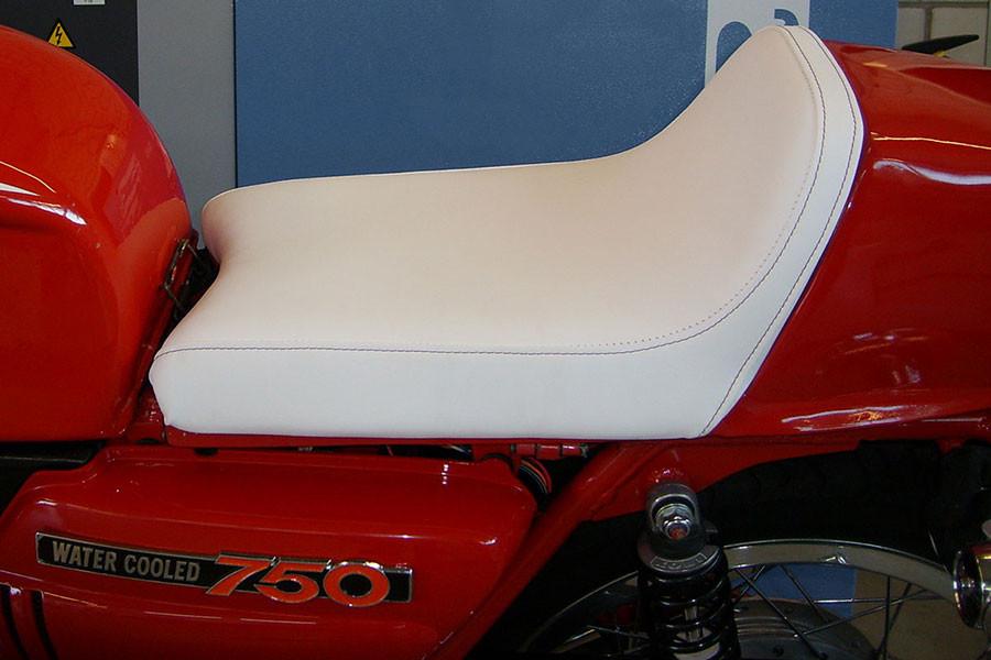 Motorrad Reparatur Sitzbank nachher